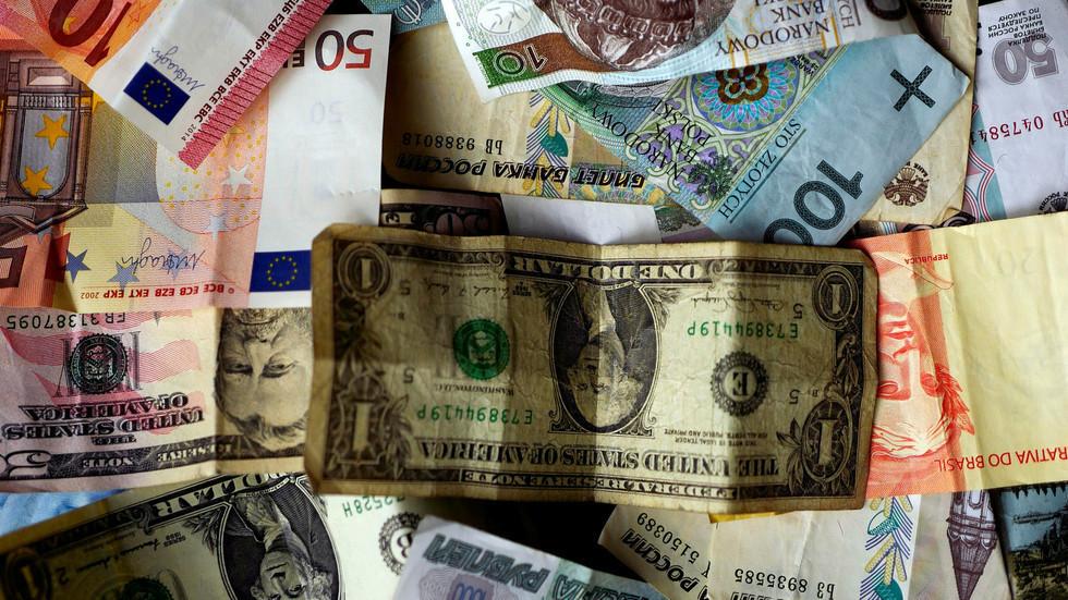 الروبل الروسي والجنيه المصري يقودان العملات في 2019