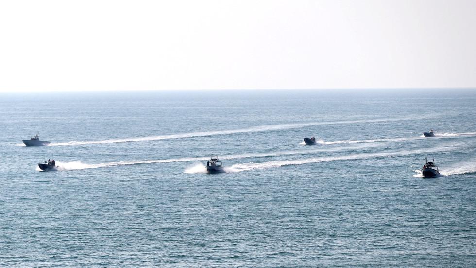 إيران تعلن عن مناورات عسكرية مشتركة مع روسيا في الخليج ومضيق هرمز