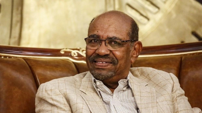 وفاة والدة الرئيس السوداني المعزول عمر البشير