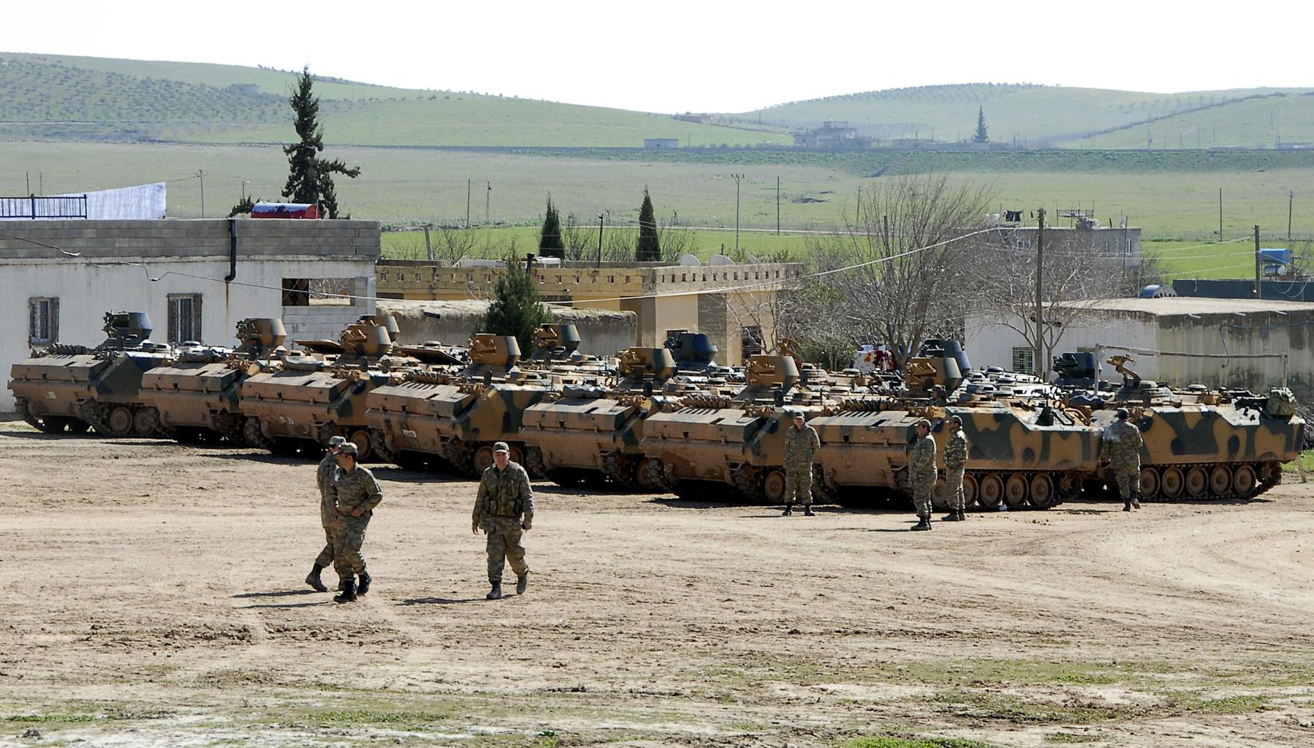 وسائل إعلام: تركيا أرسلت معدات عسكرية إلى الحدود مع سوريا
