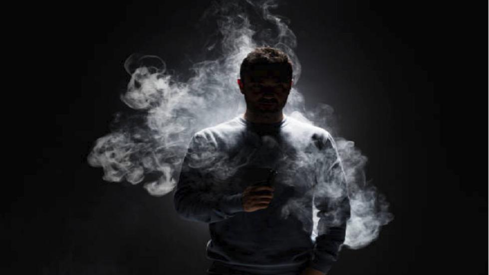 دراسة مثيرة تكشف عن مواد سامة خطيرة تنتجها السجائر الإلكترونية!