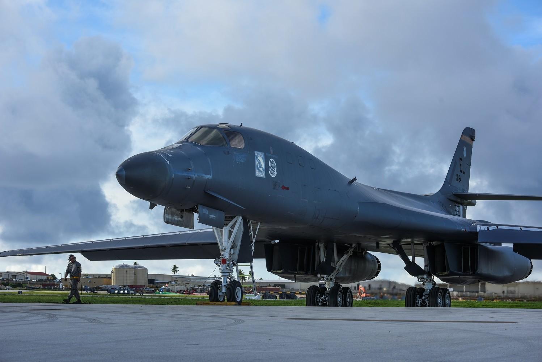 قاذفة B-1B الاستراتيجية الأمريكية