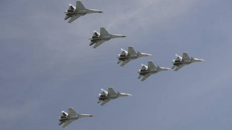 "China defies the United States with a new batch of Russian ""Sukhoi""!"