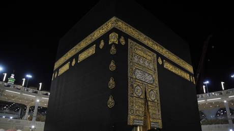 Khamenei talks about the Hajj season: This is what Saudi Arabia should do