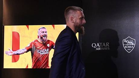 ROME (Reuters) - De Rossi is pushing for the retirement of football
