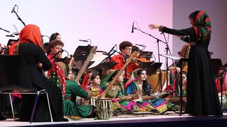 4 girls from the Afghan women's orchestra lost in Slovakia