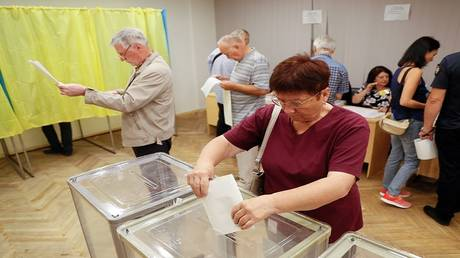 Early parliamentary elections begin in Ukraine