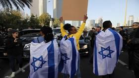 الشرطة الإسرائيلية تعتقل أكثر من 60 شخصا إثر احتجاجات على مقتل شاب إثيوبي الأصل