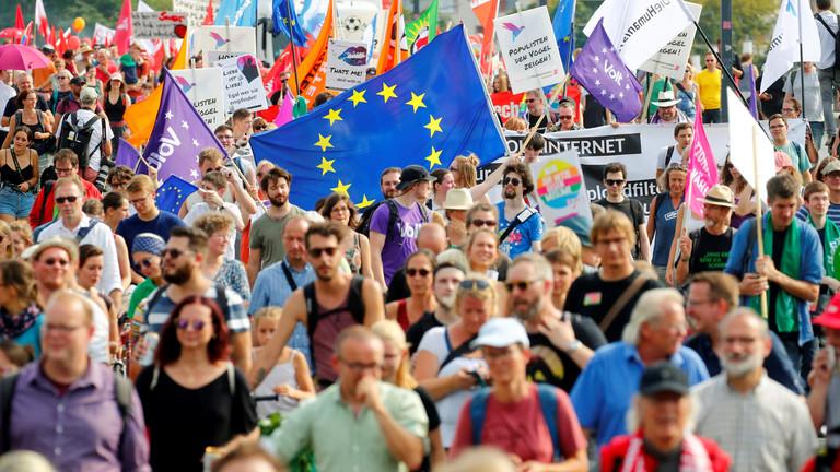 عشرات الآلاف يتظاهرون في شرقي ألمانيا ضد اليمين المتطرف