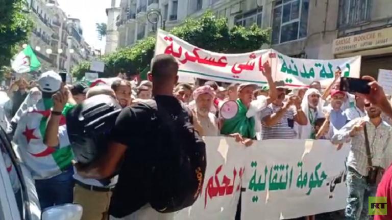 المتظاهرون يطالبون بدولة مدنية في الأسبوع الـ28 من احتجاجات الجزائر (فيديو)