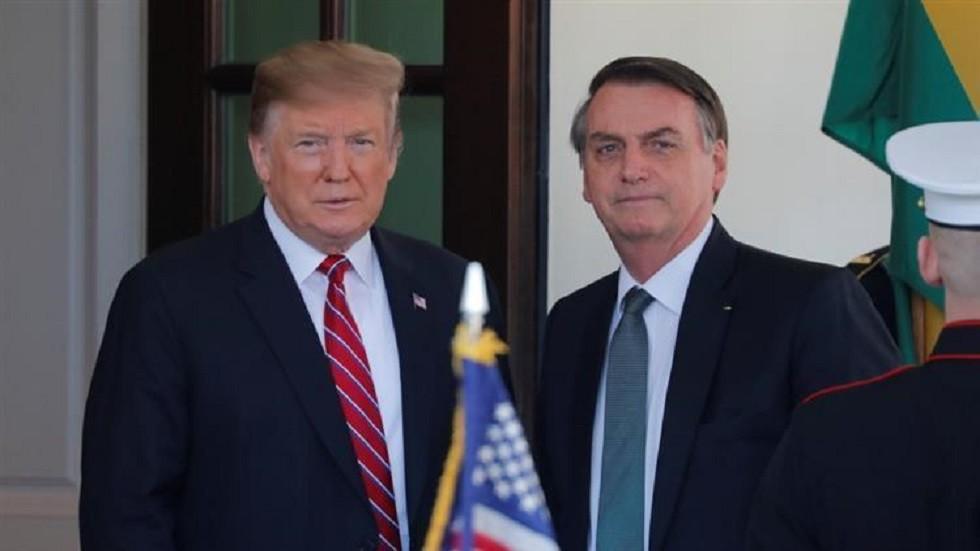 ترامب مستقبلا رئيس البرازيل ومشيدا بتطور العلاقات بينهما في مارس الماضي