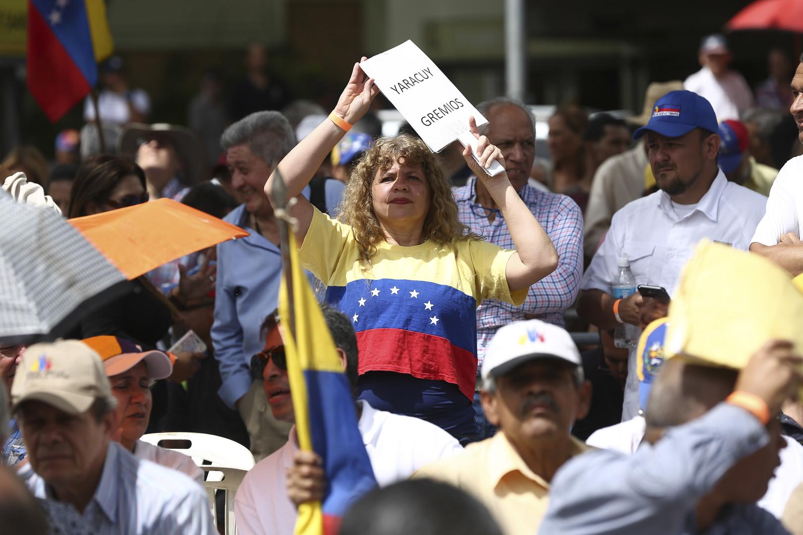 يطلبون حل أزمة فنزويلا على طريقة العراق