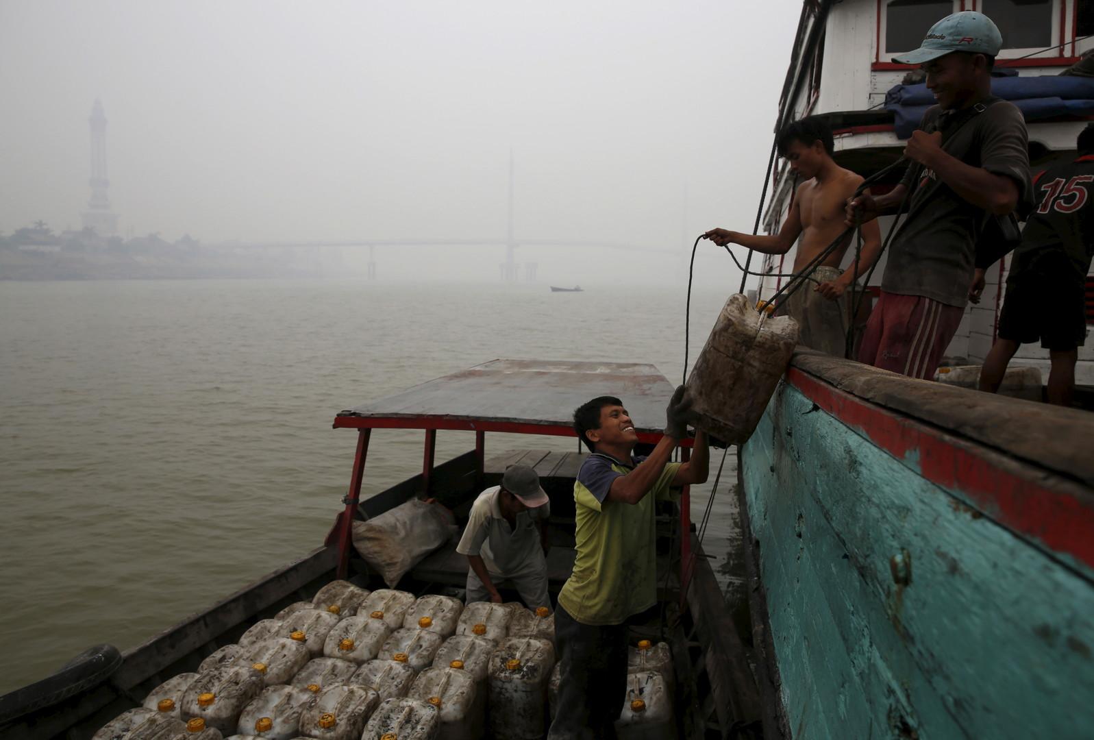 غرق سفينة صيد إندونيسية ومقتل وفقدان العشرات على متنها