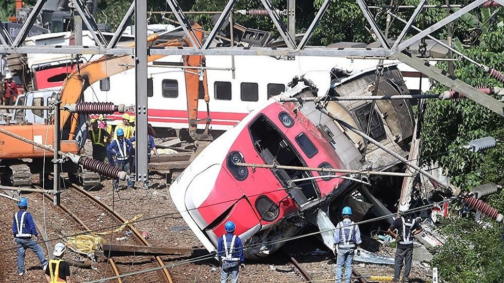 كندا تجلي سكان قرية انقلبت قربها عربات قطار يحمل مادة خطرة