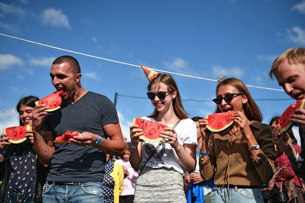في اليوم العالمي للبطيخ.. كيف ينتقونه في روسيا؟