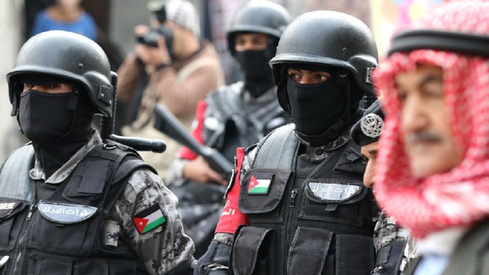 قوات درك أردنية تشيع جثمان عراقية توفيت بسبب السرطان