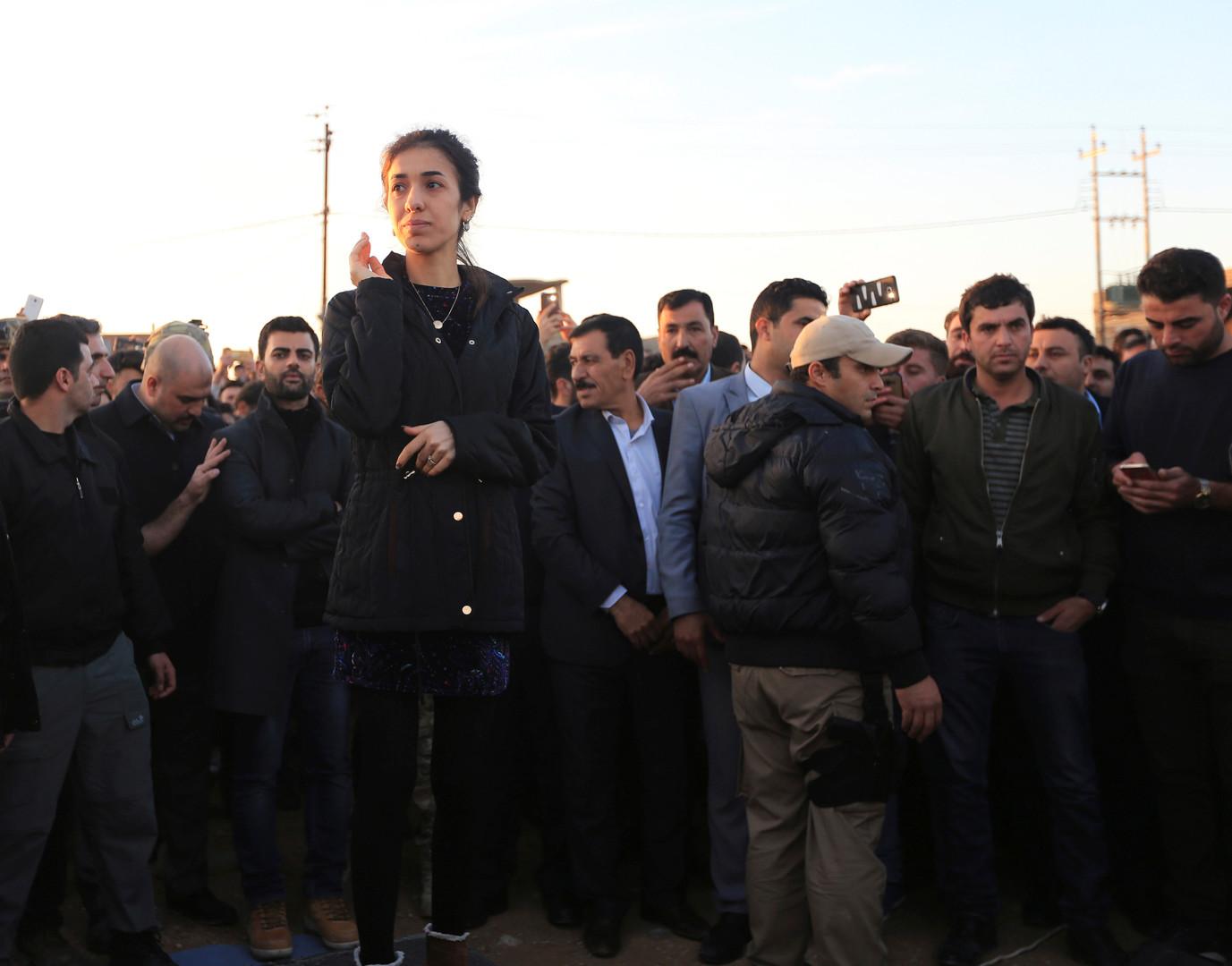 نادية مراد خلال زيارة لسنجار