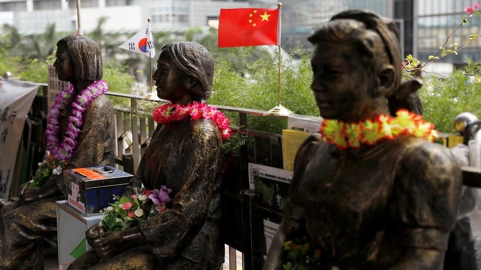 منظمو معرض في اليابان يسحبون تمثال