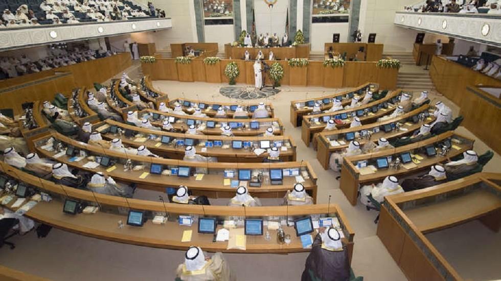 الحكومة الكويتية تنفي صدور أي توصية وزارية بحل البرلمان
