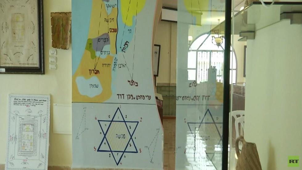 ينطقون بالعربية والعبرية وليسوا عربا ولا يهودا!