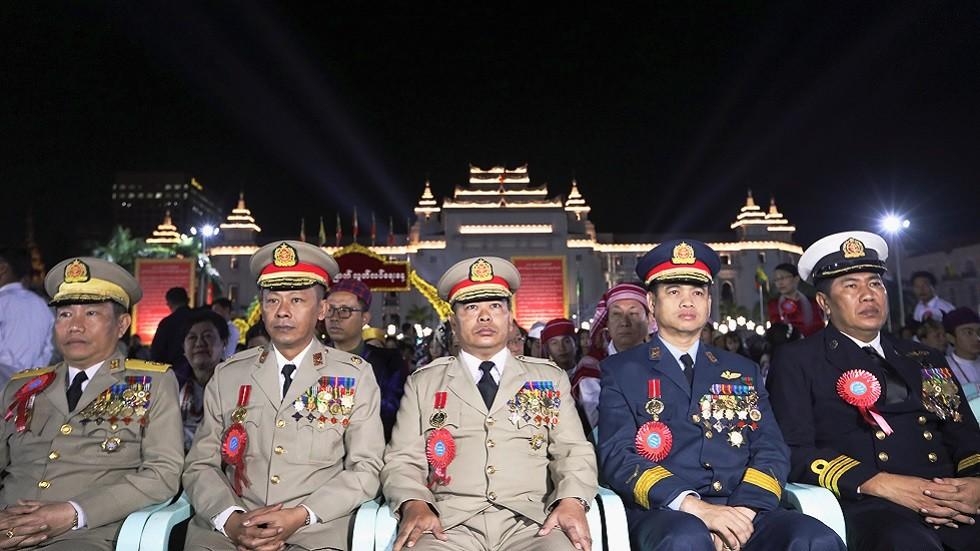 قادة في جيش ميانمارأثناء حضورهم احتفالات بمناسبة الذكرى الـ71 لاستقلال البلاد (يناير 2019)