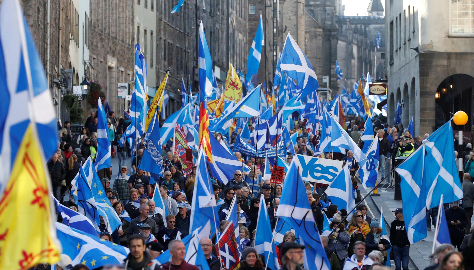 رجوح كفة الميزان لصالح دعاة الاستقلال في اسكتلندا
