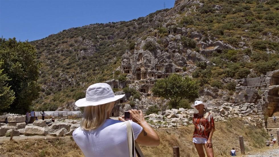 الروس يشكلون نسبة 38% من سياح أنطاليا التركية