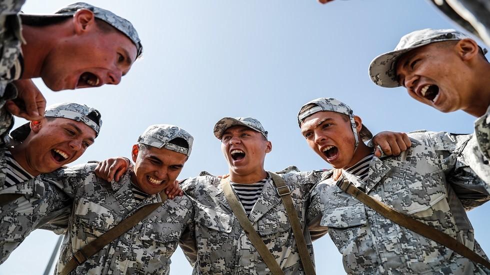 مشاة البحرية الروس المشاركون في الألعاب العسكرية