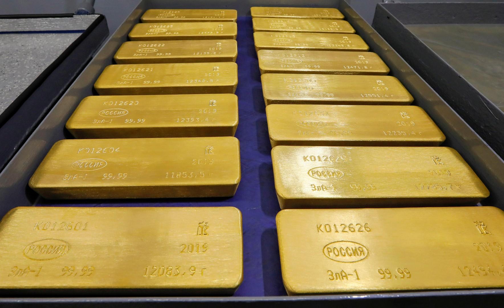 الذهب يرتفع إلى مستويات قياسية