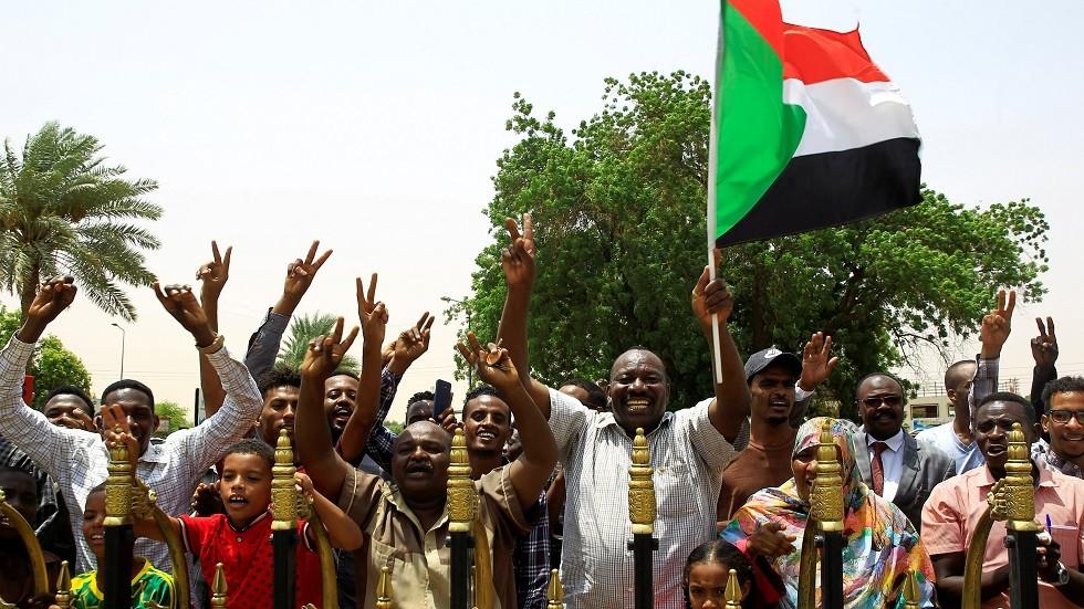 احتفالات السودانيين بتوقيع الاعلان الدستوري بين العسكري والمعارضة