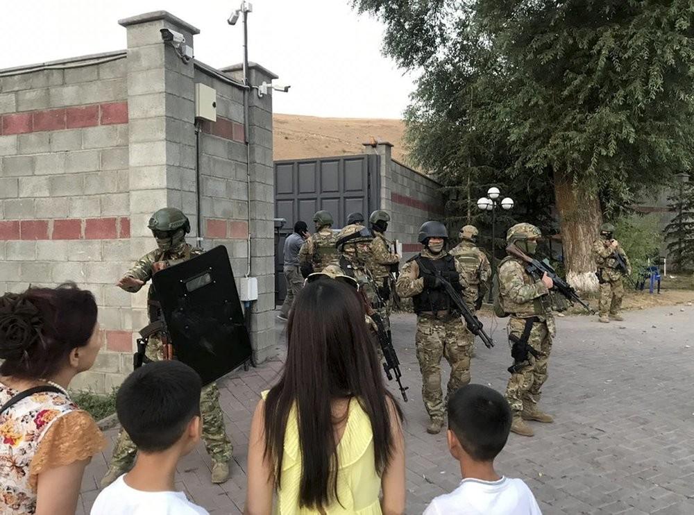 أزمة حادة في قرغيزستان عقب محاولة قوات الأمن اقتحام منزل الرئيس السابق