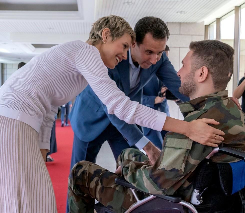 الأسد وعقيلته يستقبلان جرحى من الجيش السوري تفوقوا في شهادتي التعليم الأساسي والثانوي