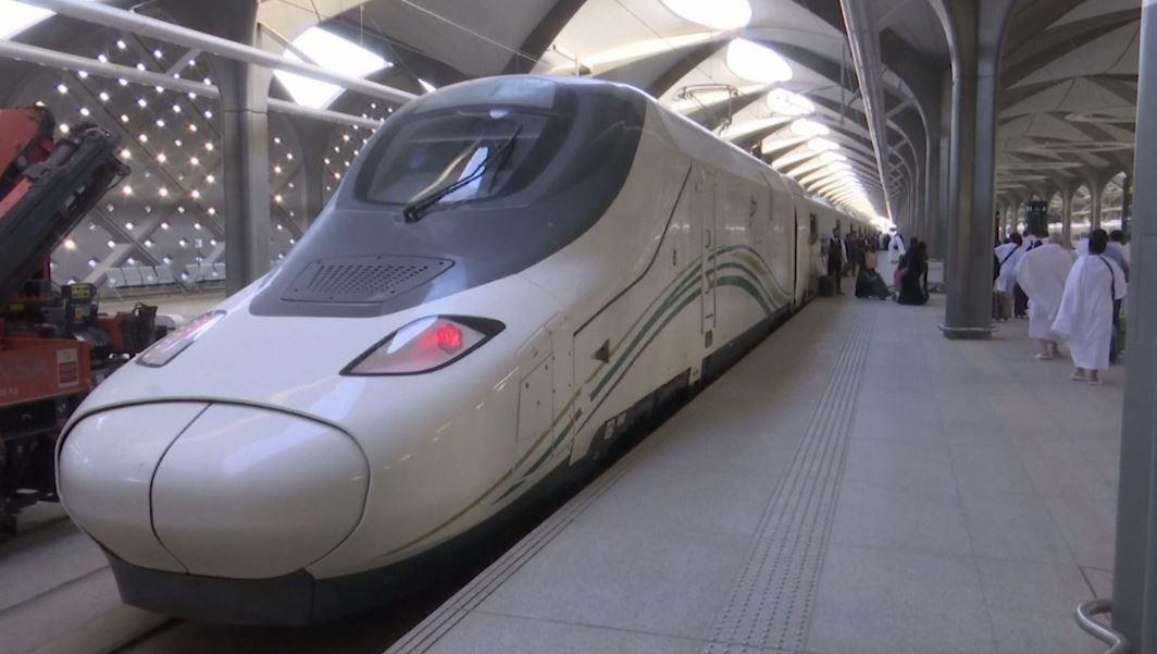 شاهد.. قطار سريع ينقل الحجاج إلى مكة المكرمة في وقت قياسي