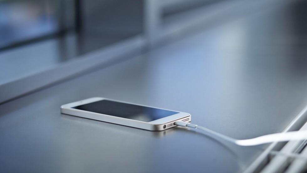 كيف يمكن تسريع شحن هاتف
