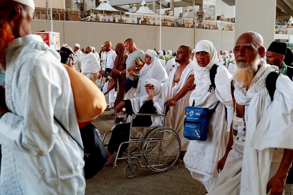 وفود الحجاج تصل إلى عرفات بعد اكتمال التصعيد لمنى