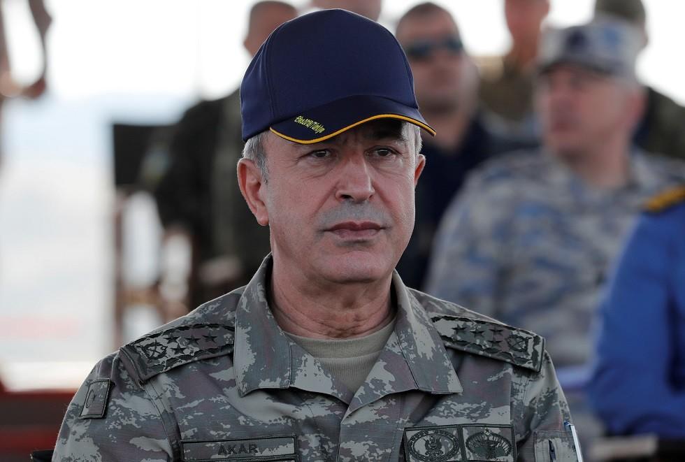 وزير الدفاع التركي يتفقد الوحدات العسكرية شمال قبرص رفقة قادة الجيش