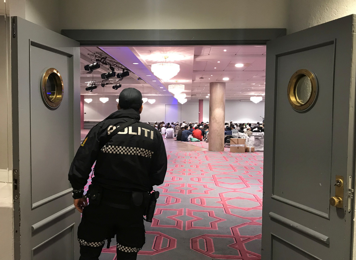 تفاصيل مثيرة وتطورات مفاجئة في قضية إطلاق النار داخل مسجد في النرويج