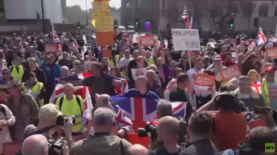 بريطانيا.. دعوات لإجراء انتخابات مبكرة