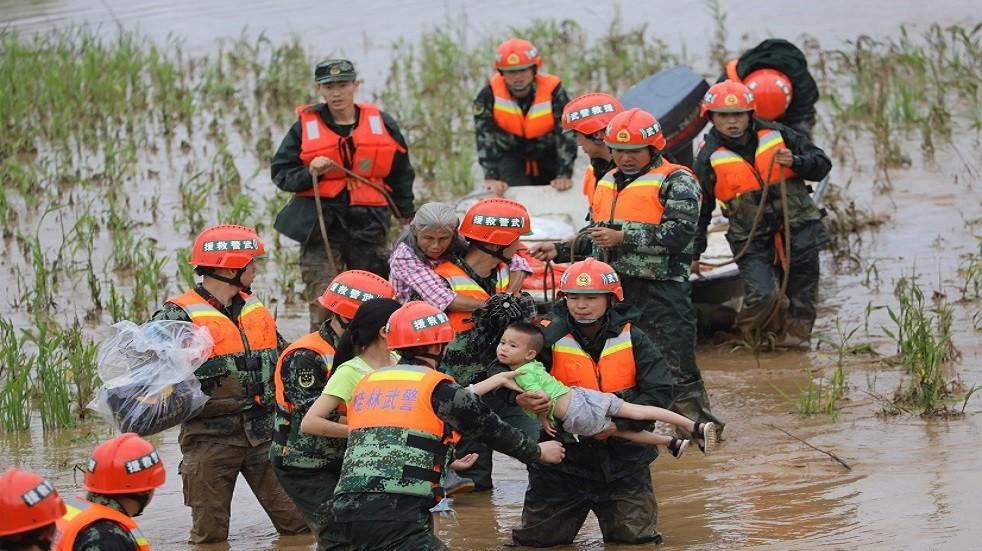 عمليات انقاذ للجيش الصيني