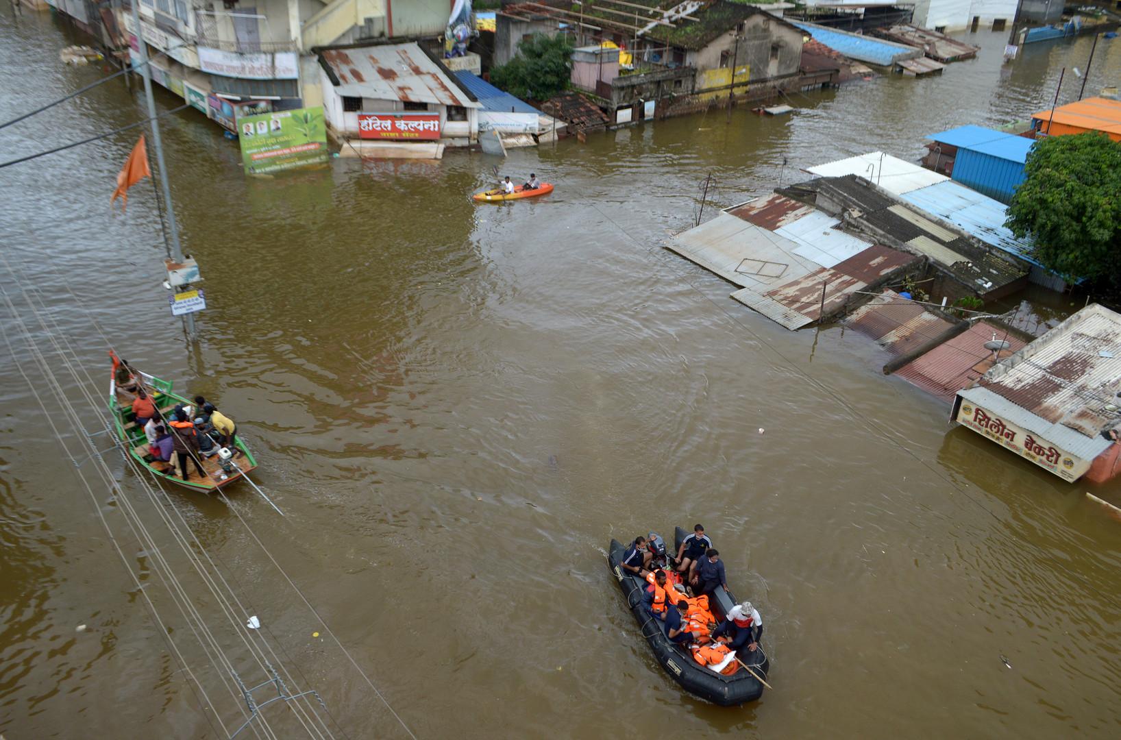 حصيلة ضحايا الفيضانات العارمة جنوب الهند تقترب من 150 قتيلا