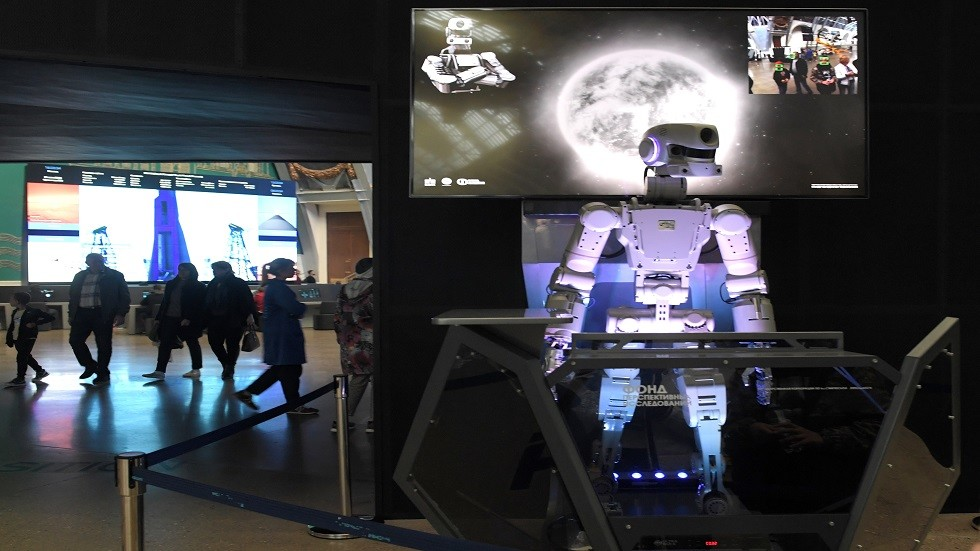 روسيا تطلق لأول مرة رجلا آليا إلى الفضاء
