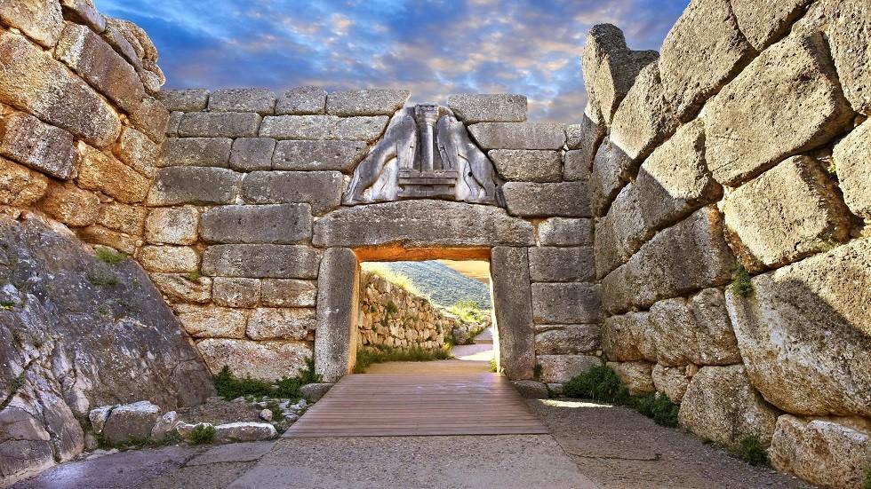 اكتشاف مقبرتين من العصر الميوسيني في اليونان