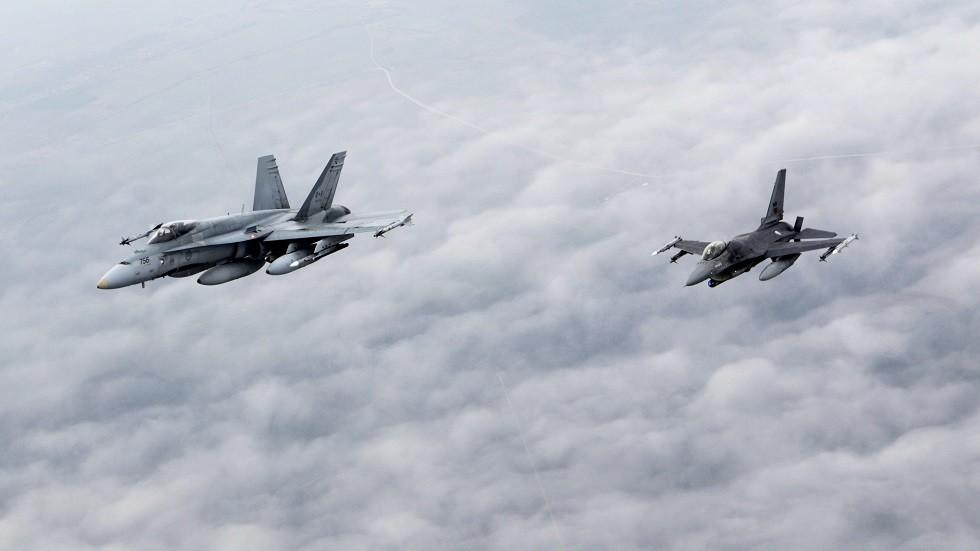 الناتو يعلق على محاولة اقتراب مقاتلاته من طائرة وزير الدفاع الروسي
