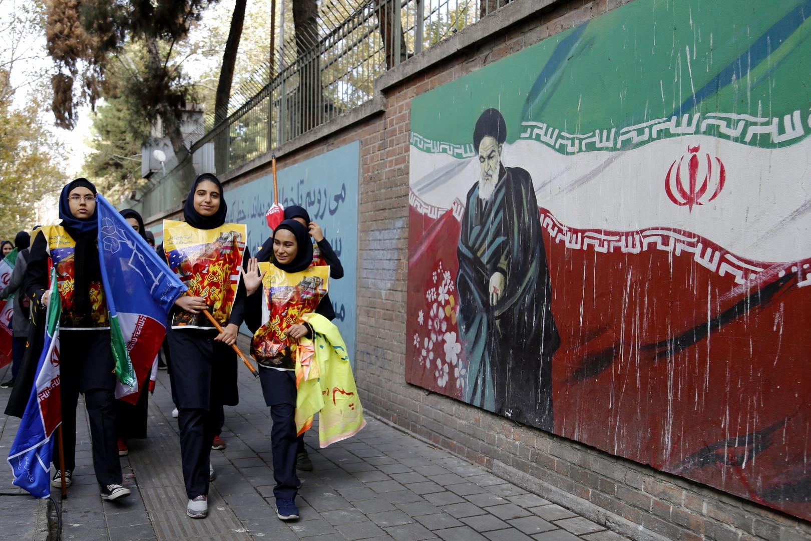 الولايات المتحدة تفتح أمام إيران كوة في جدار العقوبات