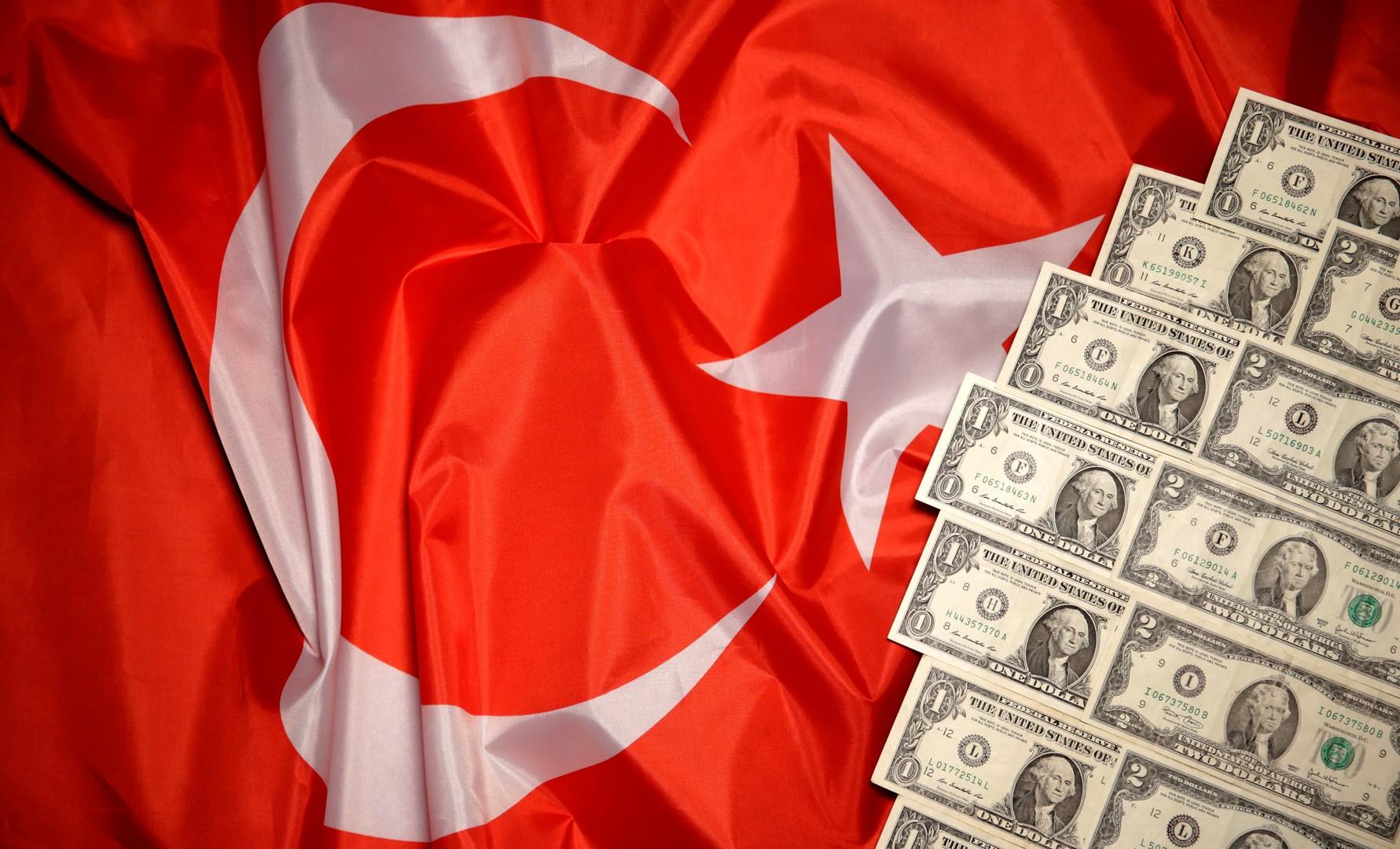 الليرة التركية تواصل تراجعها