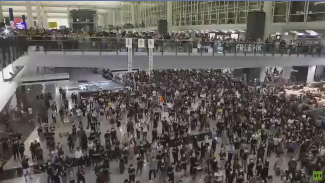 مطار هونغ كونغ الدولي يستأنف عمله