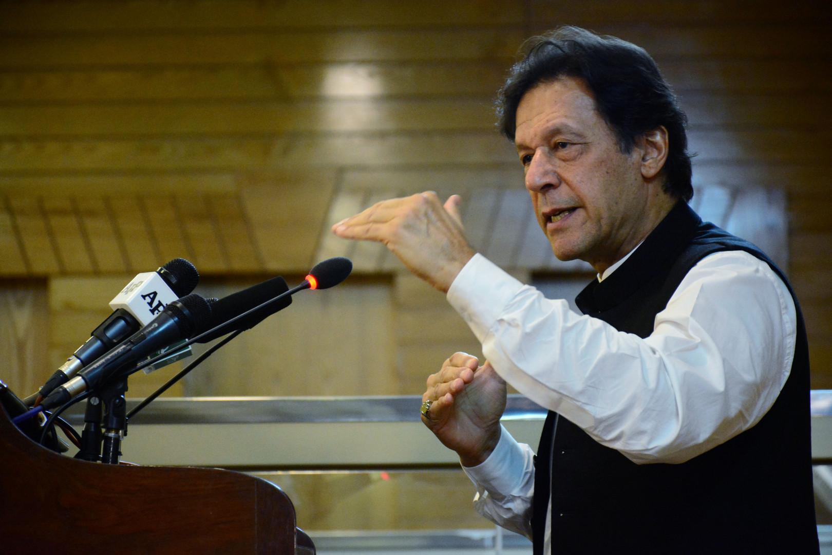 عمران خان من كشمير: الهند تخطط لعمل عسكري