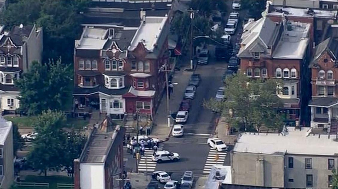 وسائل إعلام أمريكية: إصابة عدة ضباط شرطة في إطلاق نار في فيلادلفيا (فيديو)