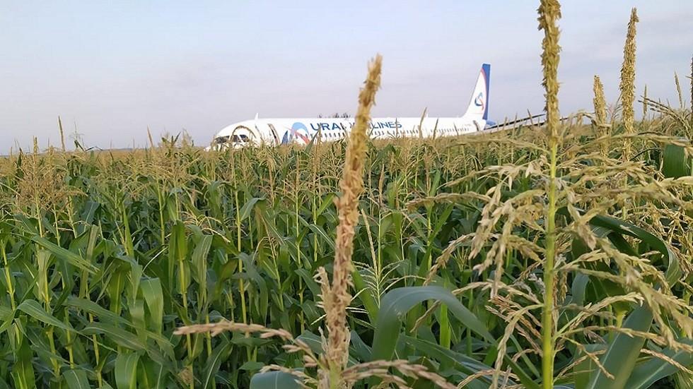 طائرة ركاب تهبط اضطراريا في حقل ذرة بضواحي موسكو