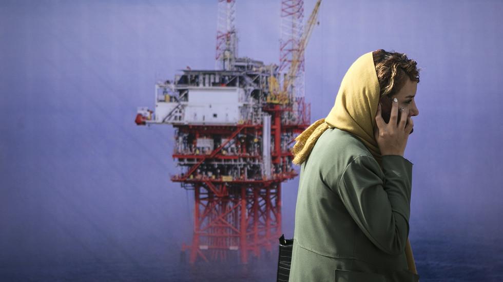 استقرار أسعار النفط بعد خسائر فادحة